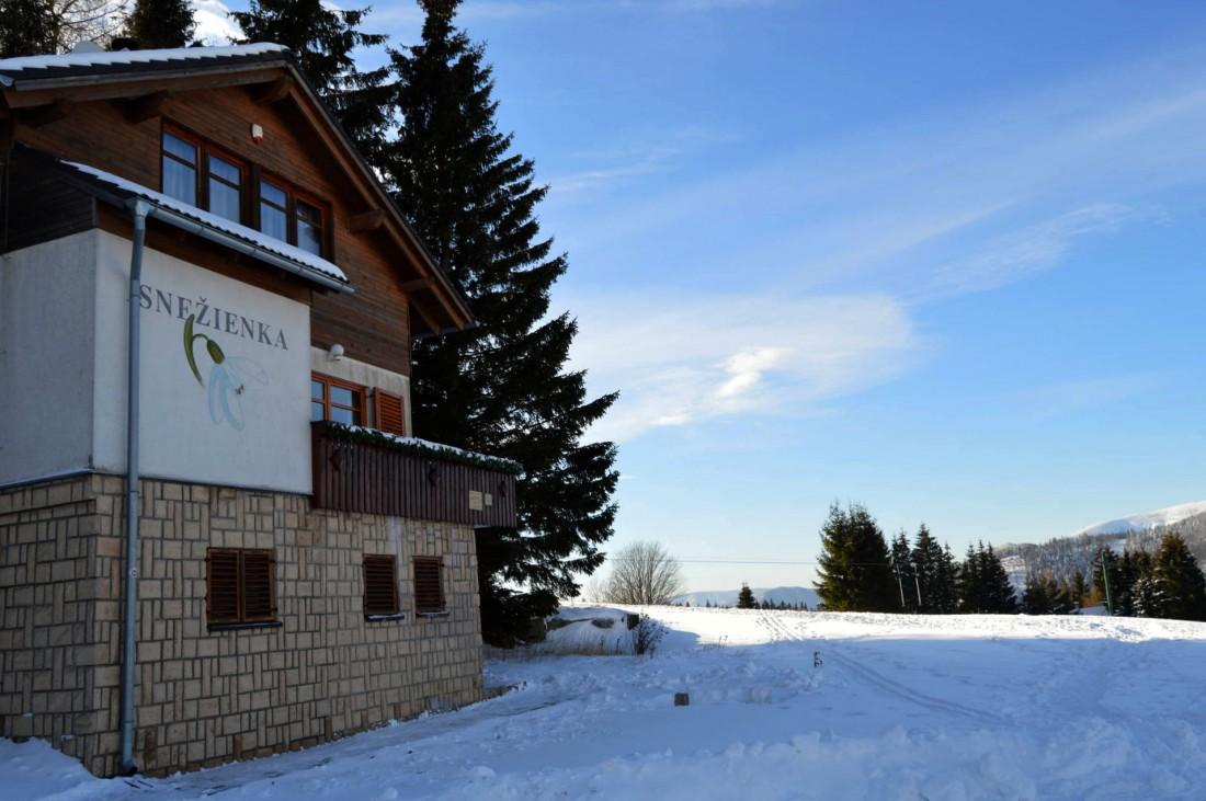 Chata Snežienka a vlek Encián (vzdialený 60m)