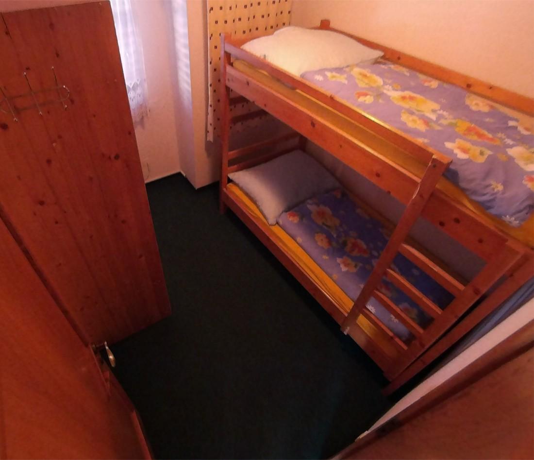 Izba na ľavo, 1. poschodie
